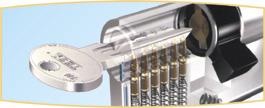 Nikkelezett, átfordítható réz kulcsok zárbetét azonosító bilétával